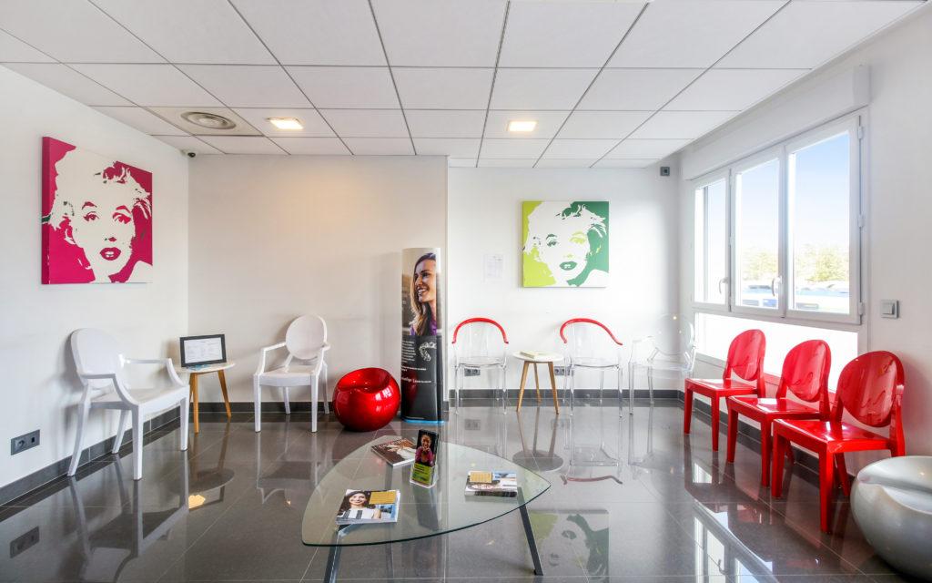 Salle d'attente du cabinet du Le Dr de Valence Dentiste à Villers-Cotterêts dr de Valence